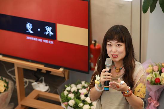 跨界艺术家邓斐个人画展在北京举办