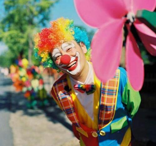 钱枫扮小丑表白粉丝:你们的拥抱才是快乐的源泉