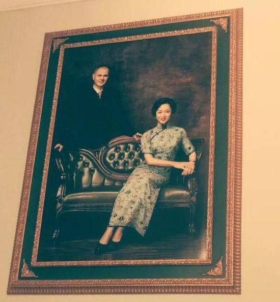 金星晒与老公订婚照 离婚12年终复婚