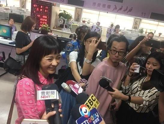 陈意涵许富翔结婚 于今天领证正式结为夫妻