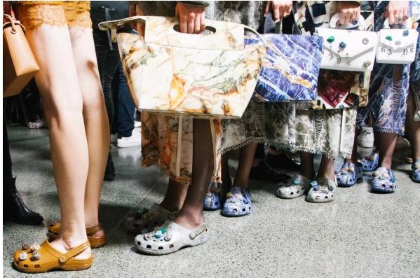 """被视为时尚毒药 """"洞洞鞋""""会退出市场吗?"""