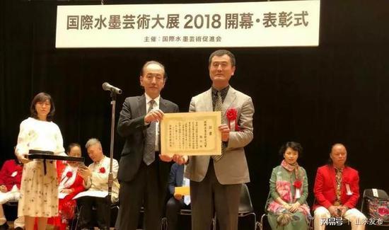 """""""国际水墨艺术大展""""中 中国画家张立获奖"""