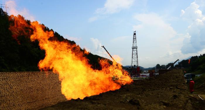 华东石油局平桥南页岩气产建区再添两口井投产
