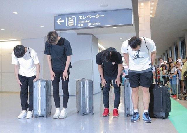 日本男篮逛红灯区 四名球员面对媒体和公众鞠躬认错