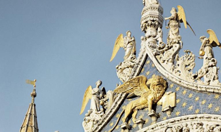 狮子不仅守护着威尼斯 也守护着香奈儿的珠宝梦