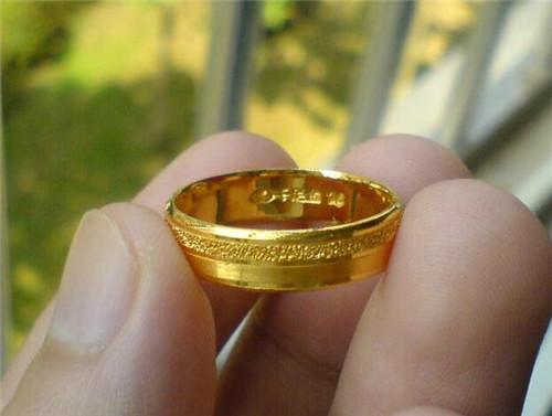 金戒指一般多少钱一个
