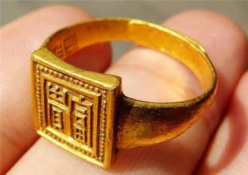 金戒指多少钱一个