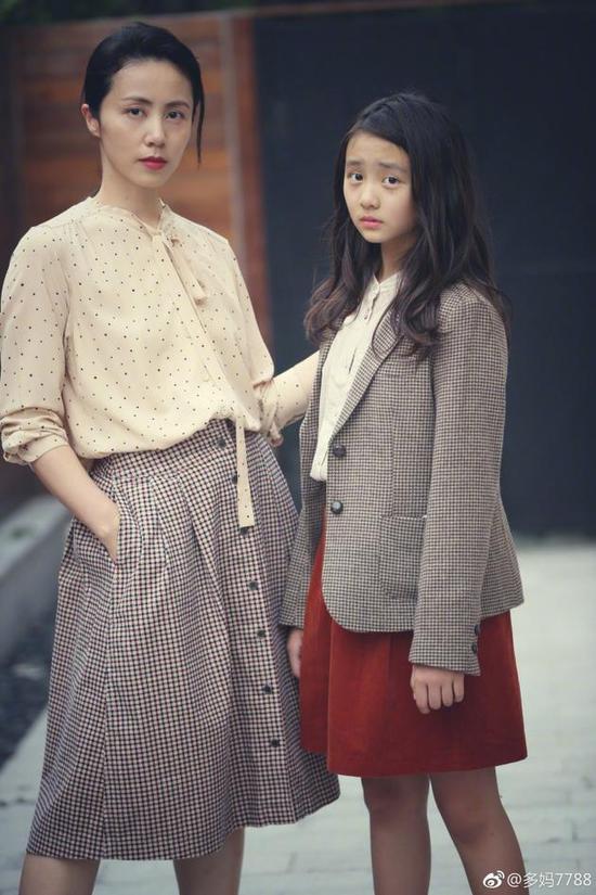 黄磊为孙莉多多拍照 这两人简直是一对姐妹花