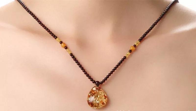 """在这个全民都是金银首饰的年代 许多琥珀饰品都是""""颜值爆表"""""""
