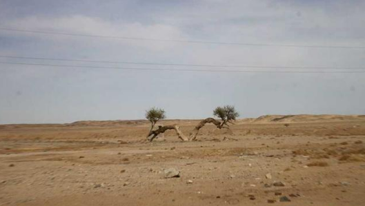 """曾经方圆6公里的""""玛瑙湖"""" 被人搬空演变到黄沙之地"""