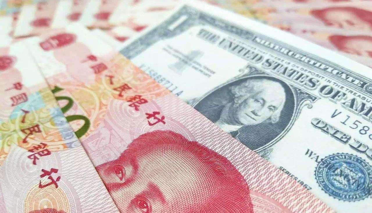 """美元霸主地位不保 人民币正""""取而代之""""?"""