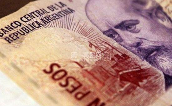 """阿根廷""""催促""""IMF加快放款 比索大跌"""