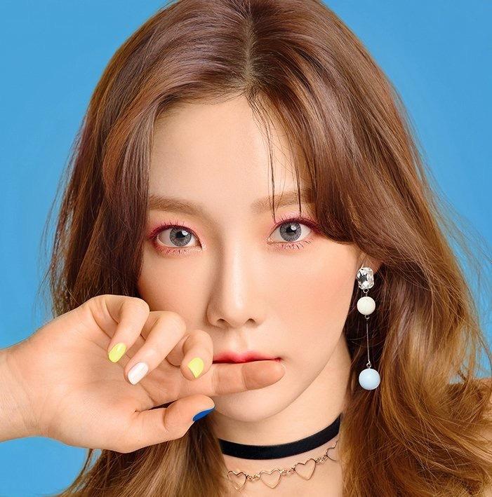 会化眼妆真的很加分 不信你们看泰妍的摩登笑眼妆
