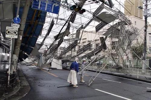 强台风致日本国宝级建筑倒塌