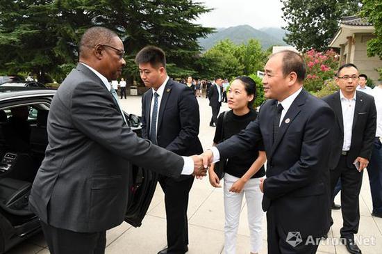 马拉维共和国总统一行人参观秦始皇帝陵博物院
