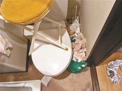 在日游客乱扔垃圾 老板欲向三人索赔清洁费用