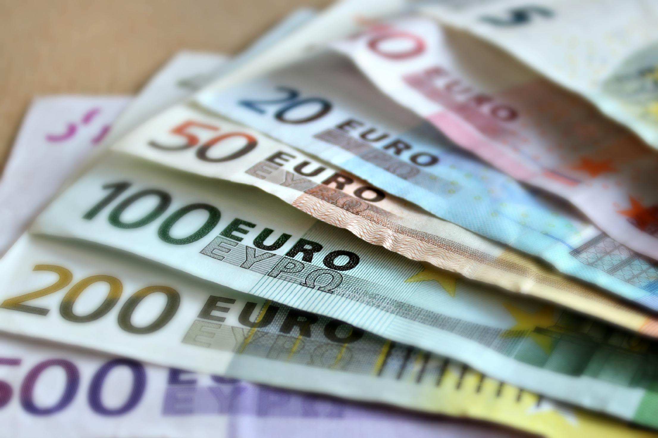 工业产出低迷连累欧元 加元受NAFTA影响