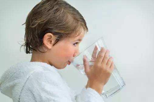 如何让宝宝喜欢上喝水