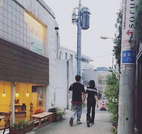 郑爽张恒游日本 两人十分的恩爱甜蜜