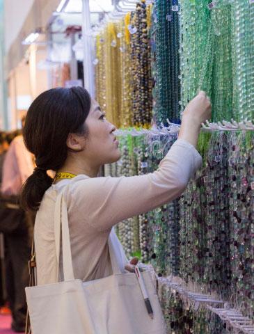 经销商在彩色宝石制造领域为自己创造了一个特殊利基市场