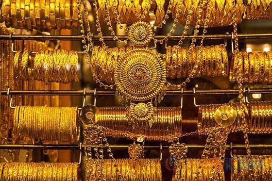 店员误将价值40万元黄金首饰当成垃圾扔掉