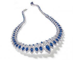 五彩斑斓诱惑的彩宝世界 怎么样能选到满意的蓝宝石项链?