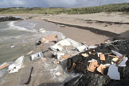 风暴阿里袭击英国致2死2伤 逾万户停电