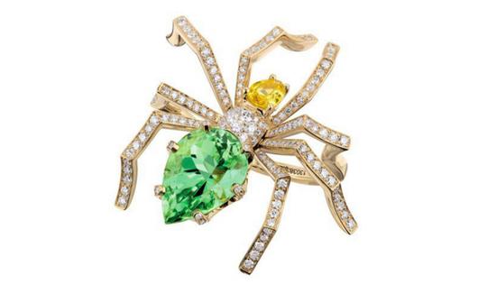 CHAUMET尚美巴黎Araignée戒指镶嵌钻石、1颗黄色蓝宝石(0.61克拉)及1颗梨形切割碧玺(5.26克拉)
