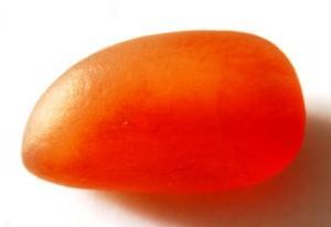 金丝玉:玉质细腻温润 呈如透或半透的冻状 如欲滴之露