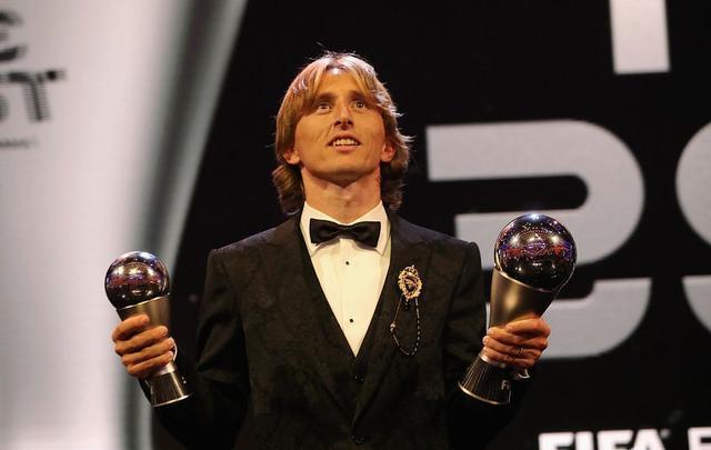 梅西C罗缺席颁奖典礼 球迷为感叹梅罗巅峰不复返了