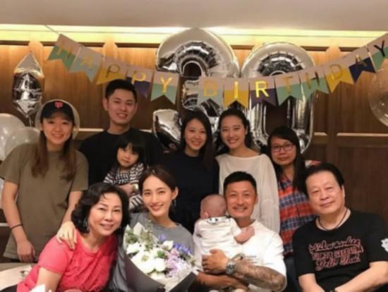 王棠云30岁生日宴 余文乐抱娃出镜三代同堂