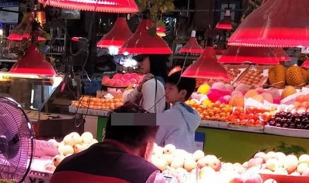 好友透露董洁中秋逛菜市场:活得很真实 不像一个大明星