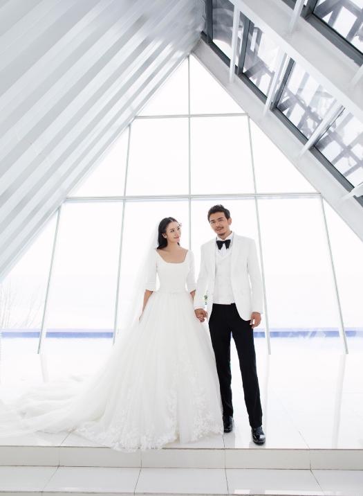 杨烁王黎雯婚礼现场温馨浪漫 相伴八年致敬爱情