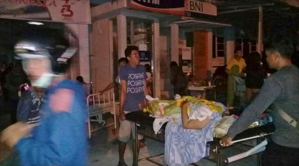印尼7.7级地震引发海啸 已致30人死亡