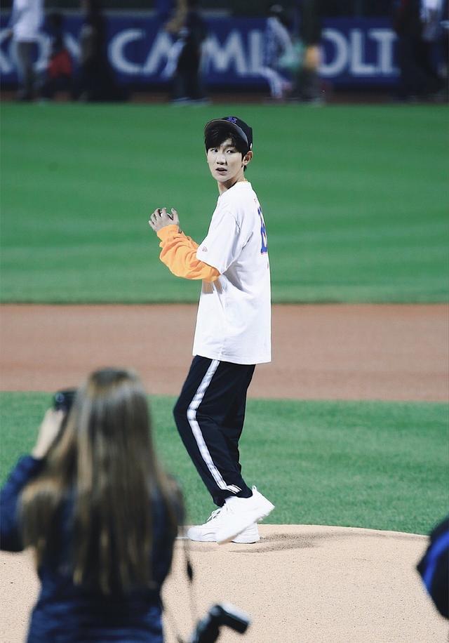 王源美职棒开球 出乎意料的好