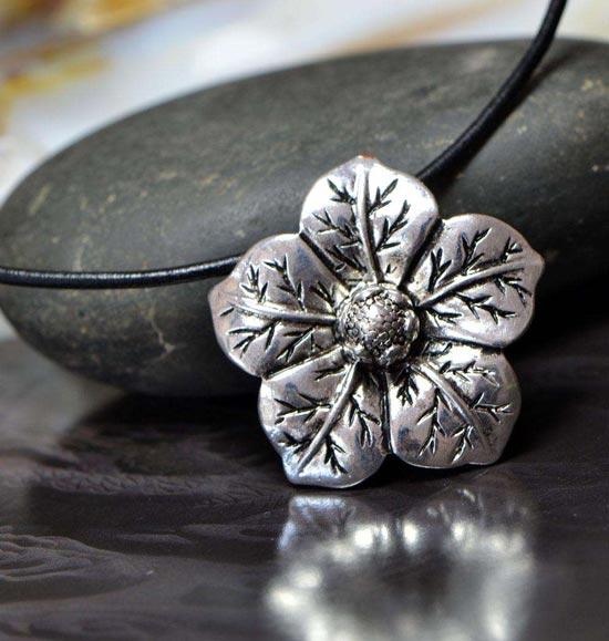 充满苗族风情银饰 传承与弘扬中国传统民族文化
