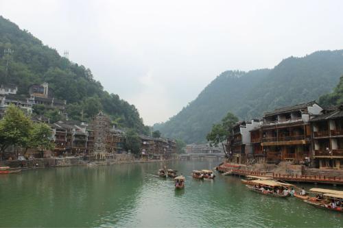 国庆黄金周首日出行 湖南新景区新项目助热