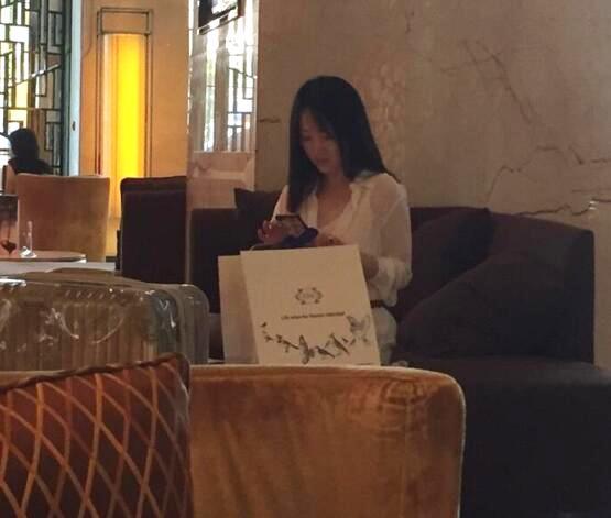 杨钰莹时尚似少女 本人看起来好年轻!