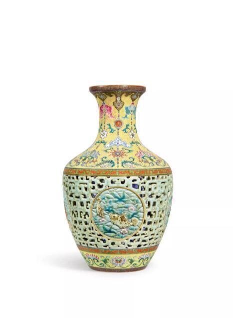 香港苏富比秋拍 两件清乾隆瓷器珍品以亿港元成交