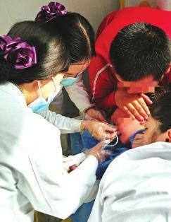 1岁女童误食降压药 医生让其赶紧洗胃