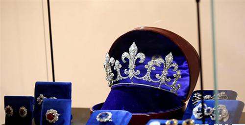 苏富比迪拜美术馆展出多件皇家珠宝
