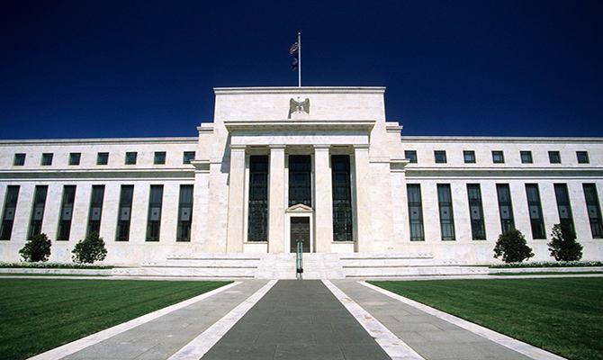美股暴跌 特朗普将矛头对准美联储