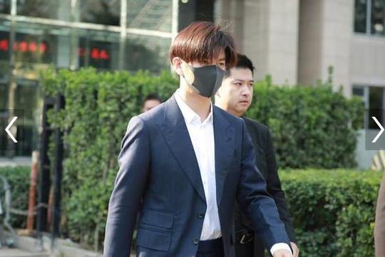 演员王嘉现身法院 起诉无良剧组压榨演员