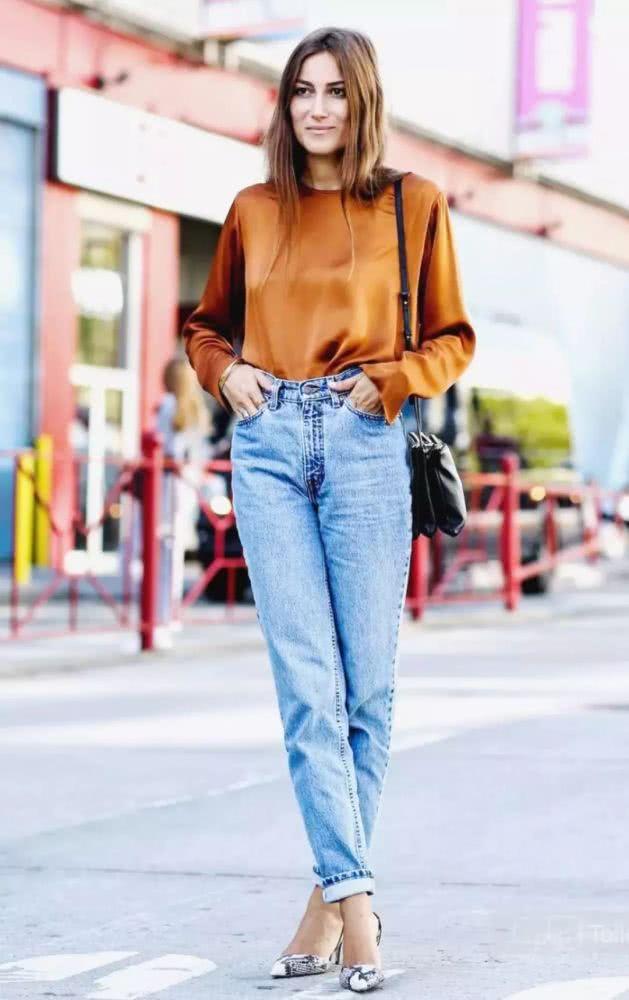 秋季穿衣搭配造型示范 小衫+九分裤助你轻松躺赢