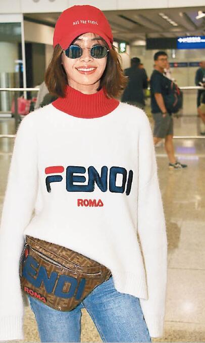 蔡依林现身香港 悠闲造型打扮令人眼前一亮