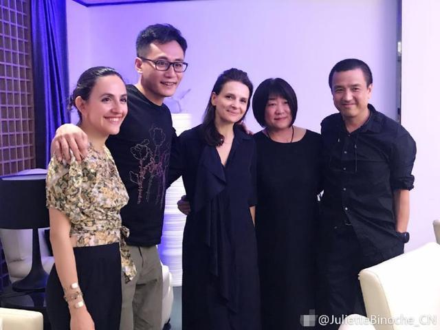 刘烨夫妇合影朱丽叶  秒变迷弟迷妹
