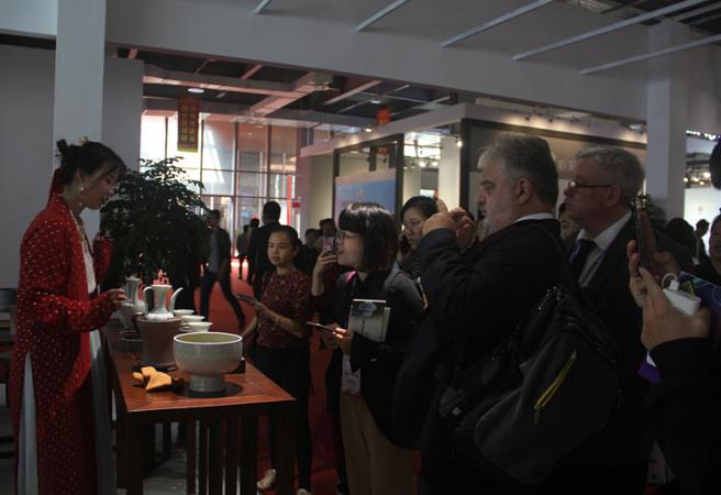 珠山·三宝国际瓷谷重磅亮相瓷博会