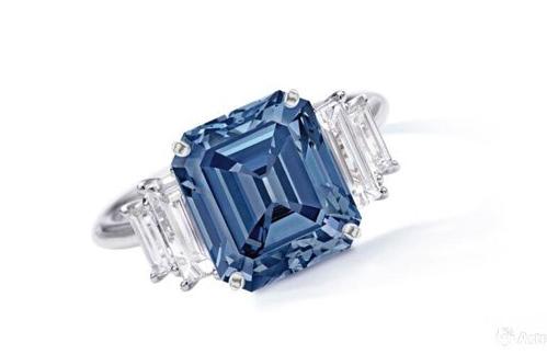 5克拉艳彩蓝色钻石配钻石戒指1.08亿港币落槌成交!