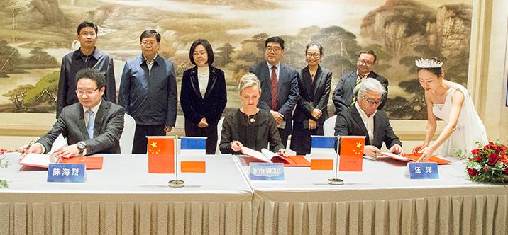 河北港口集团、秦皇岛鸿洲游艇与法国夏朗德省政府签署战略合作协议