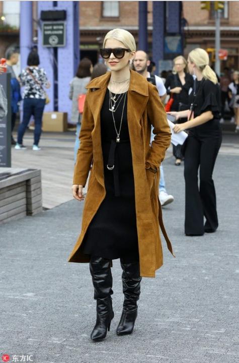 2018秋冬系列风衣搭配裙 冷风中的时髦